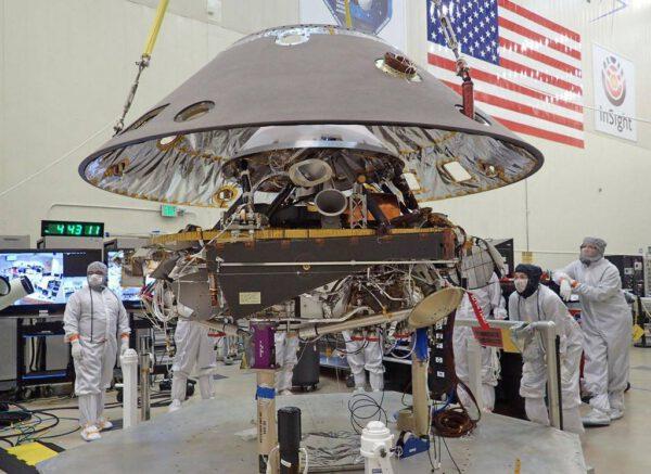 Spouštění ochranné skořápky na složenou sondu