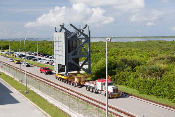 Převoz segmentu na místo stavby