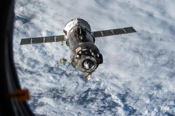 Náš Sojuz odlétající od ISS.