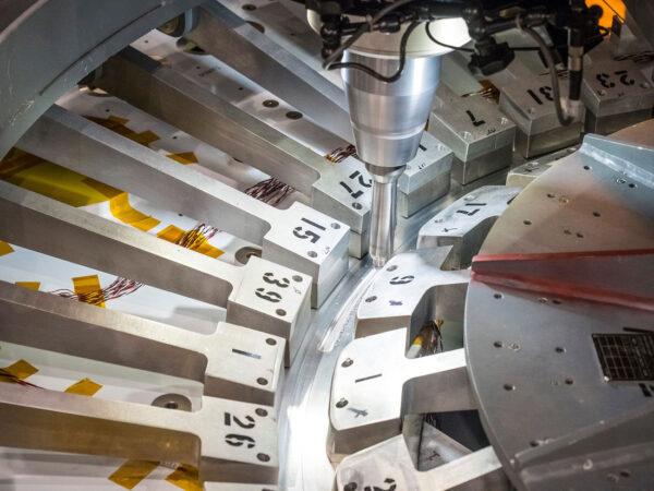 Začínáme svařovat letový model lodi Orion pro misi EM-1