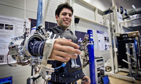 Pokročilý exoskelet pro telerobotického operátora