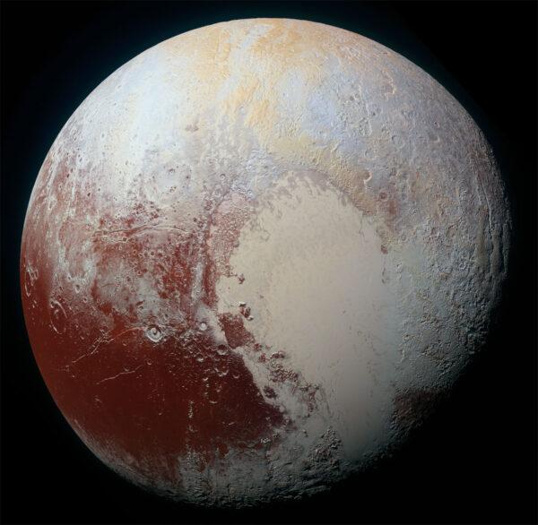 Zmenšená verze dosud nejdetailnější barevné fotky Pluta.