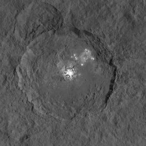 kráter Occator na Ceres, NASA/JPL-Caltech/UCLA/MPS/DLR/IDA