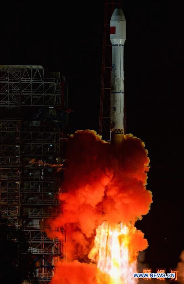 Raketa CZ-3B startuje
