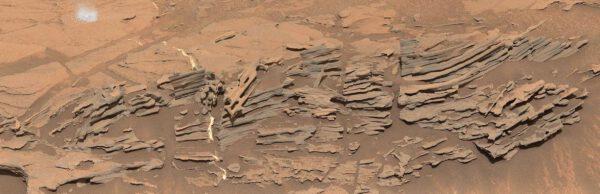 Sol 1090 bizarní útvary, NASA/JPL-Caltech/MSSS