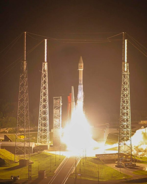 Start Atlasu V se satelitem Morelos