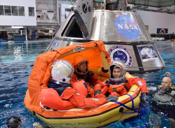 Loď Orion a testy výstupu posádky z lodi po přistání