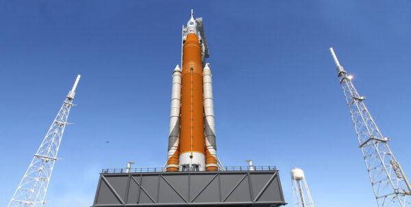 Nová podoba rakety SLS zveřejněná po oznámení o dokončení CDR.
