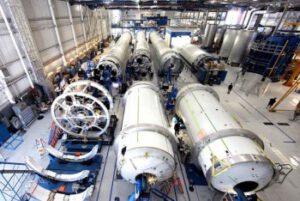 Výroba raket s hale firmy SpaceX
