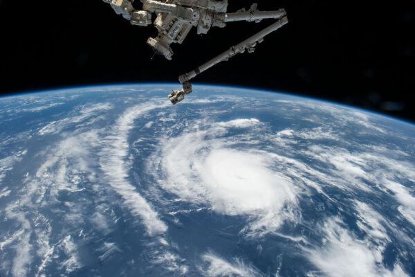 Hurikán Danny mířící z Karibiku na Portoriko, Kubu a Dominikánskou republiku.