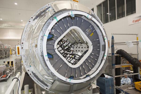 20. října - Částečně naplněná loď Cygnus