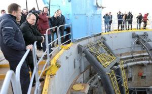 Ruský prezident na inspekci startovní rampy kosmodromu Vostočnyj