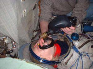 Simulace ukázaly, že již při trojnásobném přetížení nastává problém s dostatečným nafouknutím tzv. ambuvaku, který slouží k vhánění vzduchu do plic pacienta.