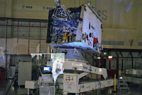 Letový exemplář sondy BepiColombo vystavený 4. října v nizozemském centru ESTEC.