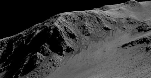 Slanotoky v kráteru Horowitz na Marsu. NASA/JPL-Caltech/Univ. of Arizona