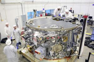 Servisní modul pro loď Cygnus v hale společnosti Orbital ATK před odesláním na Floridu.