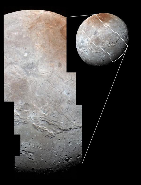 Snímek Charonu ve vysokém rozlišení pořídila kamera LORRI krátce před nejbližším přiblížením. Barvy pochází z kamery MVIC a jsou oproti originálu jen lehce zvýrazněné. Na snímku vidíme kaňony, krátery i pláně. Nejmenší detaily, které tu můžeme spatřit, mají zhruba 800 metrů.