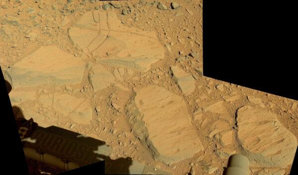 Sol 478 - Mozaika snímků z kamery MastCam ukazuje hladké kameny