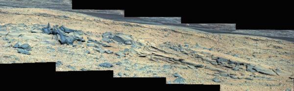Sol 503 - Kamera MastCam vyfotila své okolí, ve kterém je velké množství volných kamenů