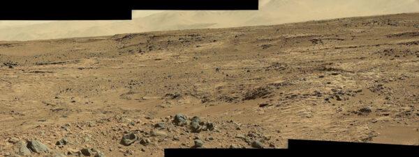 Sol 506 - Kamera MastCam nám zprostředkovala tuto dechberoucí scenérii okolí roveru