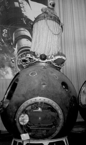 Přechodová komora Volga na vršku kabiny Voschod