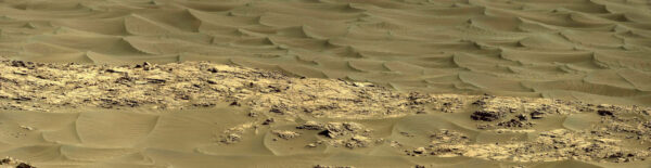 Barevný snímek klasických písečných dun.
