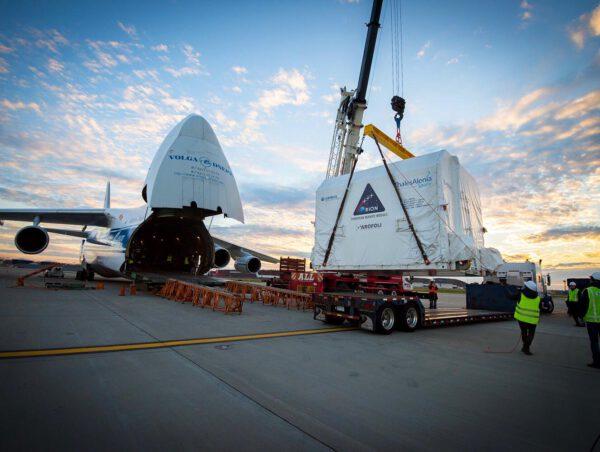 Neletový model servisního modulu pro Orion dorazil do USA na palubě obřího dopravního letounu Antonov-124