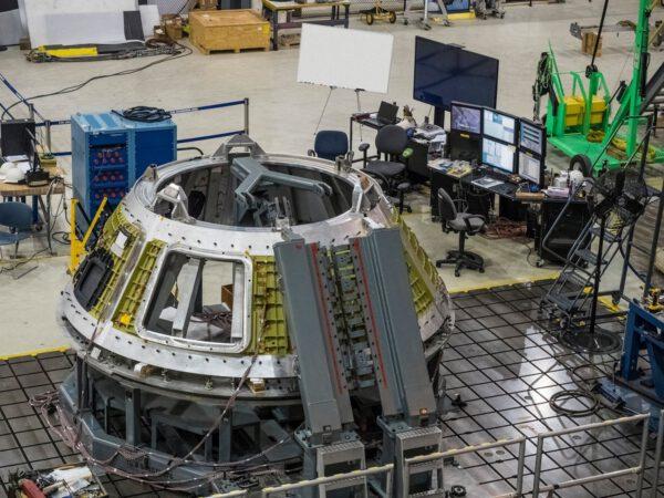 Svařování lodi Orion pro misi EM-1