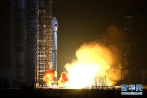 Start rakety Čchang čeng 4C s družicí Yaogan 29
