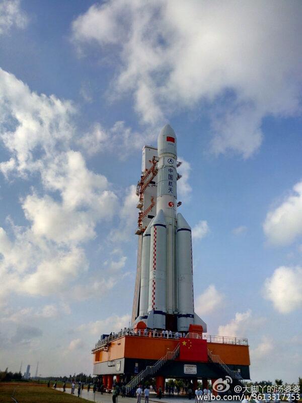 O zkušební vývoz rakety CZ-5 byl mezi lidmi velký zájem
