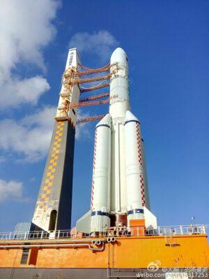 Raketa Čchang-čeng 5 na kosmodromu Wenčang