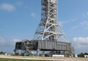 Mobilní plošina se spodní částí věže