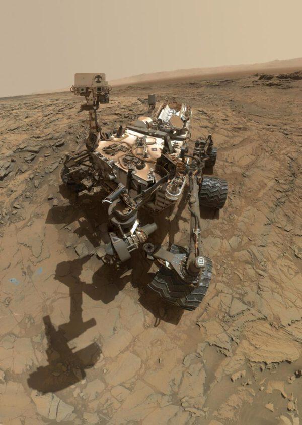 Sol 1126 autoportrét Curiosity. NASA/JPL/MSSS