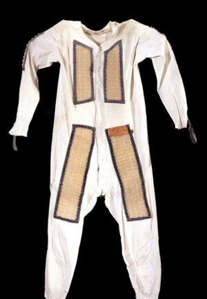 """Spodní bavlněné prádlo se zřetelnými částmi """"waffle weave"""". Tento konkrétní kus si oblékal John Glenn."""