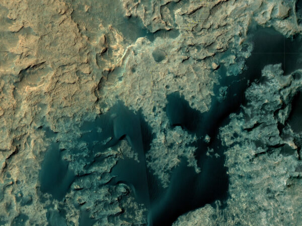 Satelitní snímek okolí místa, kde se Curiosity pohybuje