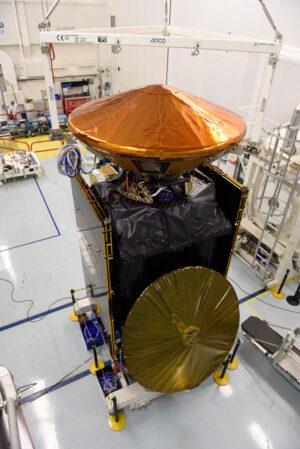 Družice TGO s připojeným sestupovým pouzdrem EDM (je vidět v horní části družice)