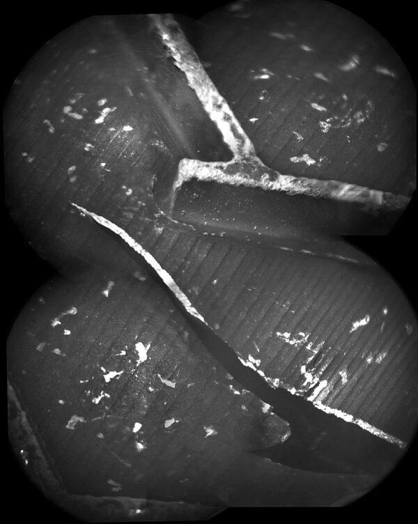 Sol 502 - Kamera ChemCam, o které příliš nemluvíme, protože se používá spíše pro spektrální analýzu okolních hornin posloužila ke kontrole stavu pláště kola