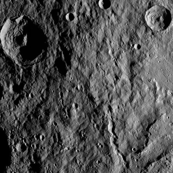 Povrch trpasličí planety Ceres