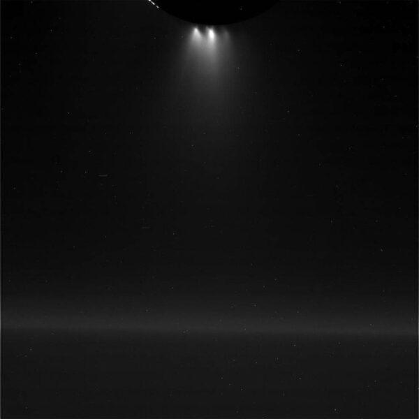 Výtrysky z jižního pólu Enceladu