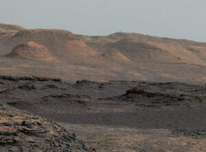 Svahy Aeolis a dunové pole 25. 9. 2015. Foto: NASA/JPL-Caltech/MSSS