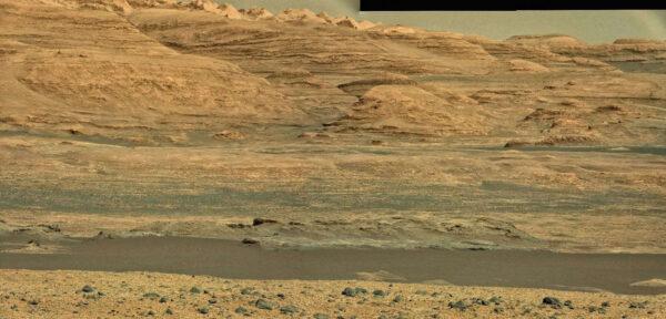 Sol 513 - kamera MastCam 100 nasnímala úpatí hory Mount Sharp