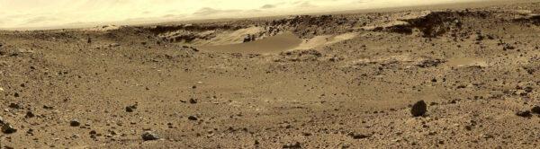 Sol 524 - kamera MastCam nasnímala úžinu Dingo Gap plnou jemného písku. řídící týmy měly obavu, aby zde rover nezapadl.
