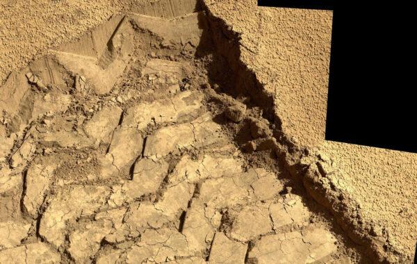 Sol 528 - Mimořádně detailní pohled na stopu v písku duny Dingo Gap