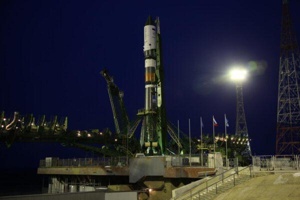 Sojuz 2-1A s lodí Progress MS na startovní rampě