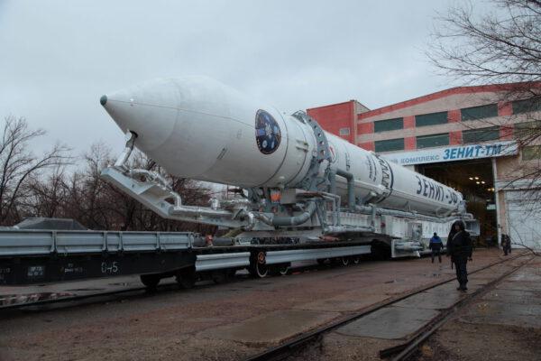 Vývoz rakety Zenit na startovní rampu