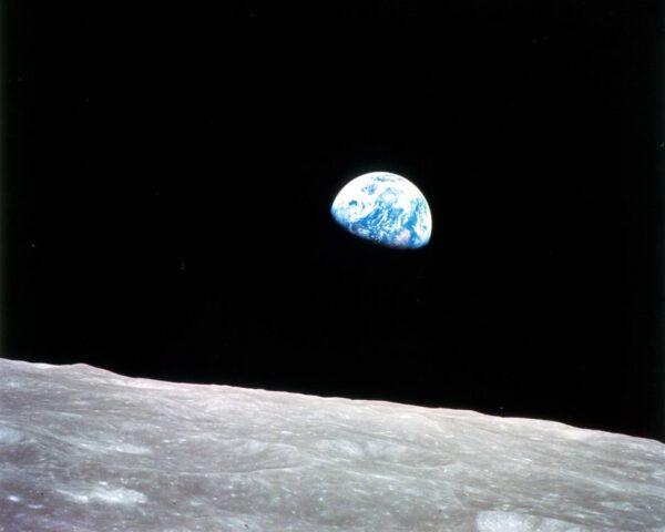 Východ Země nad Měsícem 24. prosince 1968