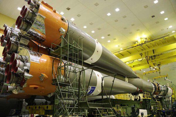 Pohled od spodní části rakety
