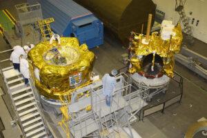 Příprava horního stupně Fregat a družice Elektro L2