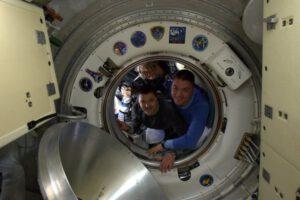 Posádka Sojuzu TMA-17M se loučí s ISS