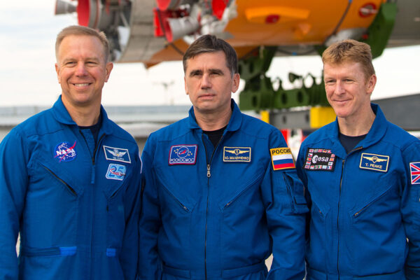 Posádka Sojuzu TMA-19M - Zleva: Tim Kopra - Jurij Malenčenko - Tim Peake